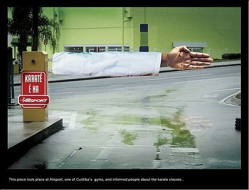 Funny ambient ad for Curitiba gyms' karate courses