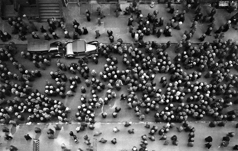 Margaret Bourke-White, Overhead view of men wearing hats, New York City, 1930