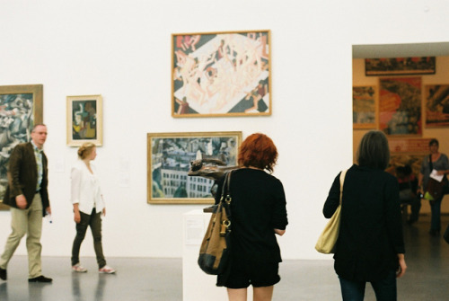 lafleurdesmurailles:  vic & kate at the tate by fieldguided on Flickr.