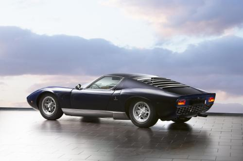 archaictires:  1968 Lamborghini Miura P400  Best looking of all MR road cars?