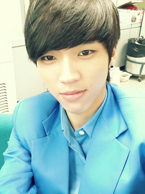 Ma Woohyun update in twitter he asked us to go with him tonight in the { Christmas } ❤❤❤❤ =_= ah I want to be the first one who go with him » crying