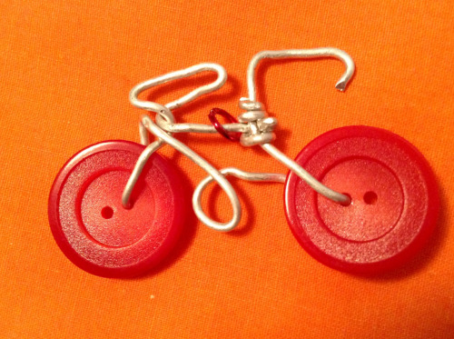 sidneyjeanbutton:  First attempt at this wire bicycle with button wheel, kinds squiggly but still cute