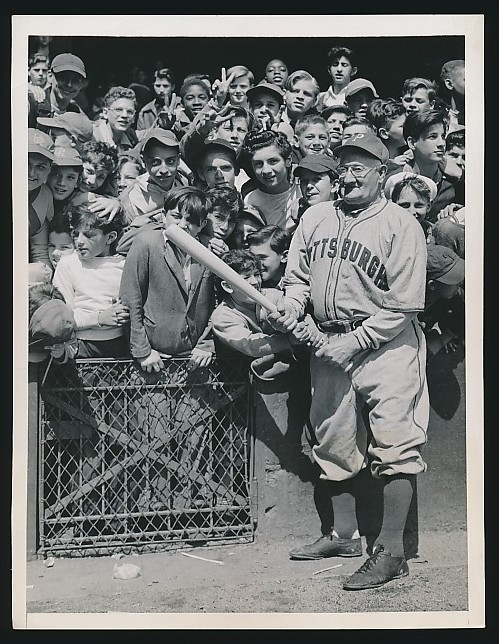 mightyflynn:  Honus Wagner and friends, ca. 1940s Acme Newspictures via Hyee Auctions and strike-two