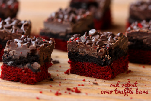 (via Red Velvet Oreo Truffle Bars | Pizzazzerie)