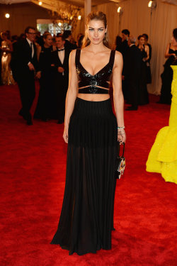 mirnah:  Jessica Hart at the 2013 Met Gala.
