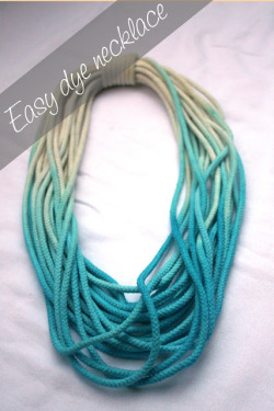 dulceetdecorus:  DIY dip-dye necklace