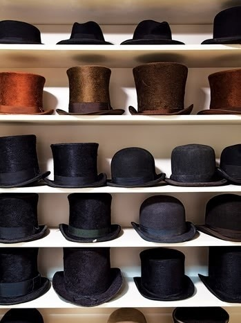 hucklebury:Hats Galore!nGet inspired…Follow Hucklebury for a daily dose of fresh styles! We make 100% Egyptian Cotton shirts woven in Italy that you will love!nSource:Monde-Des-Hommes