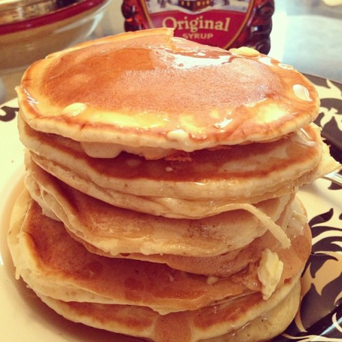 dustinhcoleman:  6 pancakes high. That's how I do it. #pancakes #hungry #dinner #BreakfastForDinner  I WANT THAT