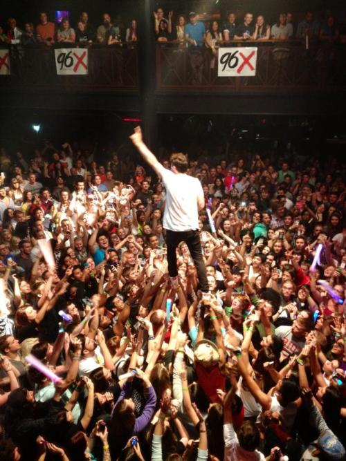 "newpolitics:  Ever heard of ""crowd-walking""?! Thanks Norfolk for being an amazing crowd and making sure David didn't fall! (Photo by Rebecca Bradley Burke) Our album ""A Bad Girl In Harlem"" comes out next week! Pre-order it on iTunes and get ""Harlem"" here."