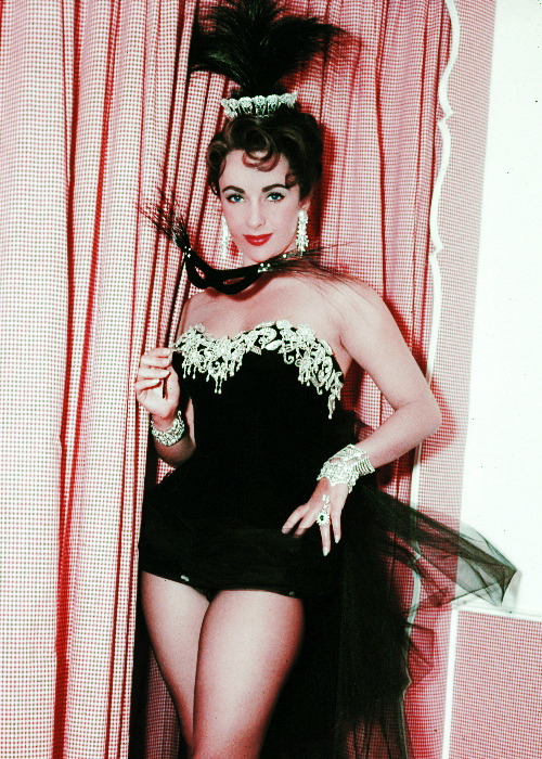 vintagegal:  Elizabeth Taylor in The Last Time I Saw Paris (1954)
