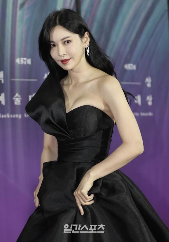 Kim So-yeon, intense Sight #57th Baeksang Arts Grand Prize #Kim So-yeon#Photo#Sight#Awards #Baeksang Arts Award for Best TV Drama