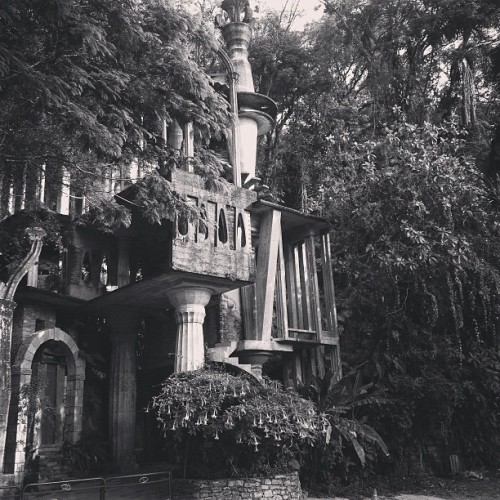 #blackandwhite #xilitla #castle #surrealistic #surrealism #garden #sculpture #mexico #love #instagood #me #tbt #cute #photooftheday #instamood #beautiful #picoftheday #igers #instadaily #iphonesia #follow #tweegram #happy #summer #instagramhub #cartayen #followback  (en Jardin Edward James Xilitla)