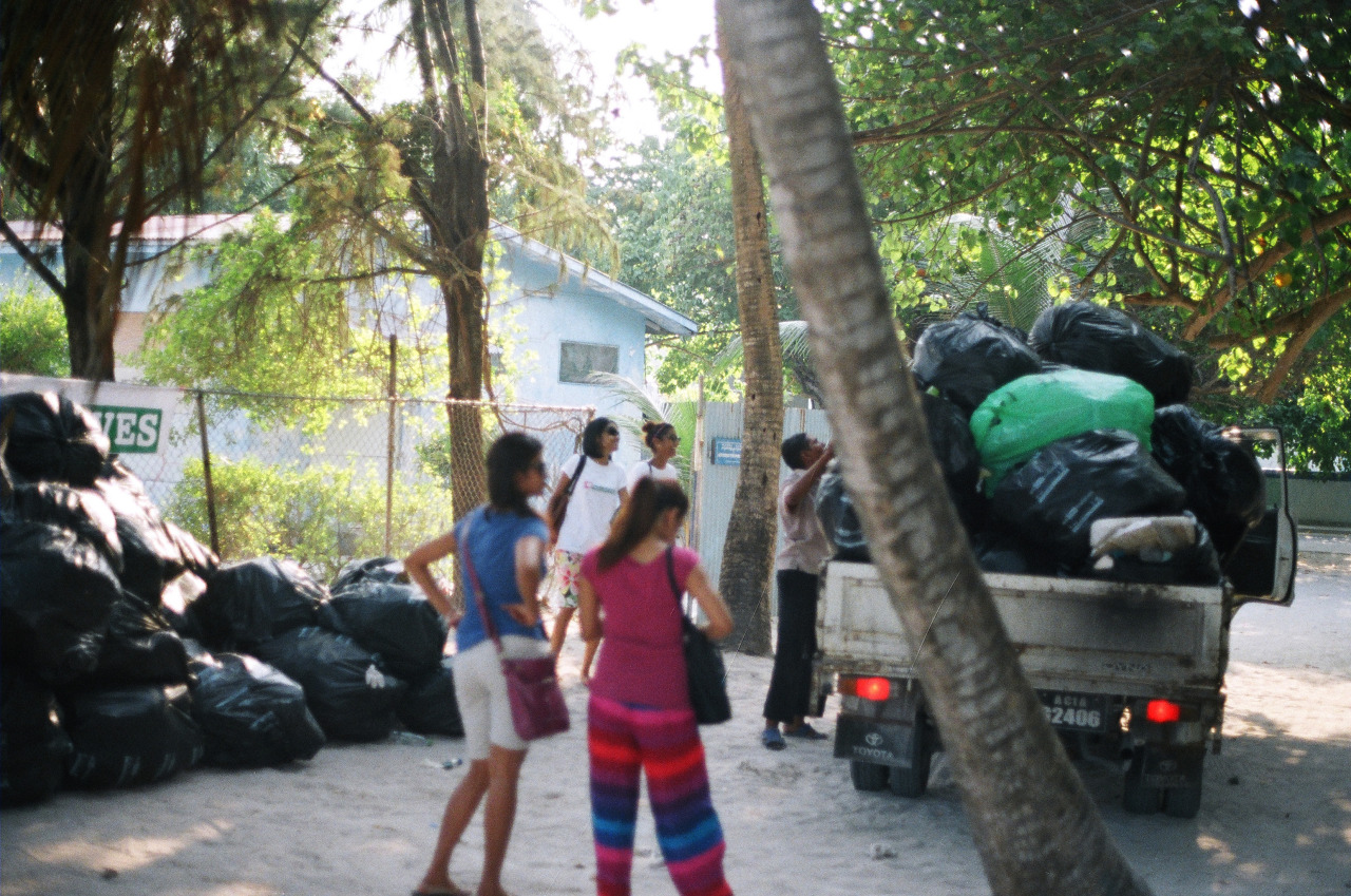 Misc shots from Villigilli Beach Clean up Boduberu  @SavetheBeachVM