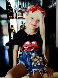 hypocrates-s:  reckless—young:  omg a little grunge girl x