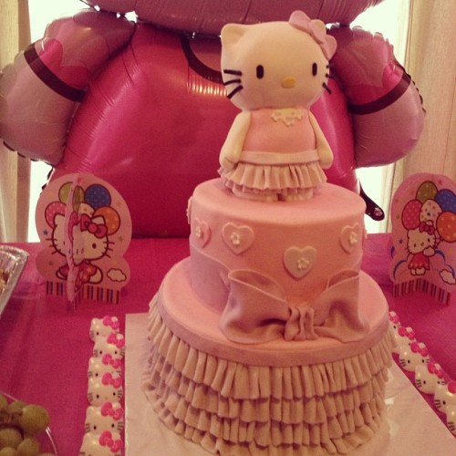 #love this hello kitty cake! #birthdays #family