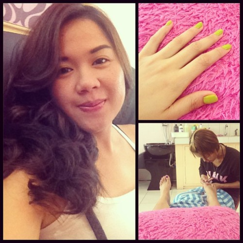 Getting ready for the wedding. #salon #curl #hair #manicure #pedicure (at Salon De Mayo)