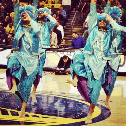 LIKE this picture to support the Golden State Warriors tonight! #bhangra #bhangraempire #warriors #dubnation #nba #playoffs #oraclearena #dance #bollywoodnight @officialwarriors