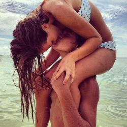 Kissing couple | via Tumblr on @weheartit.com - http://whrt.it/Z2zOls