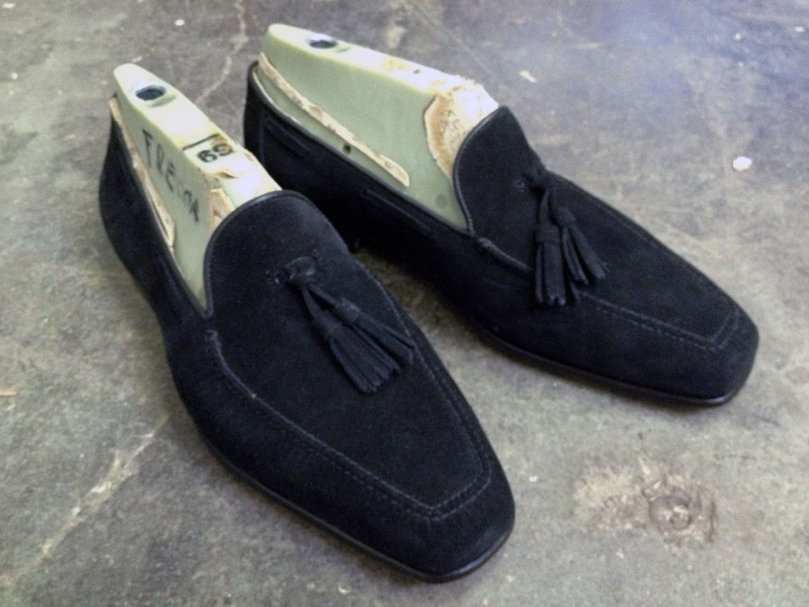 frecciabestetti:  My personal suede tassle loafers for the summer.