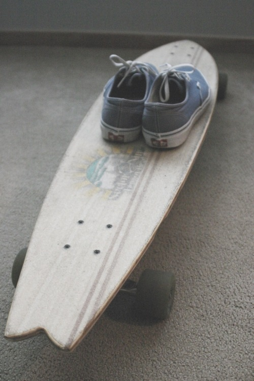 boardingunderthesun:  I have this board and these shoes <3