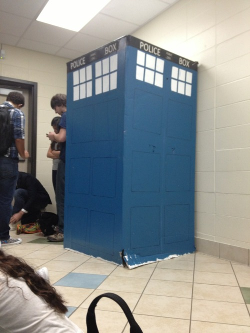 narwhalsomnom:  This guy in my school dressed up as the tenth doctor and asked his girlfriend to prom from the doors of the tardis