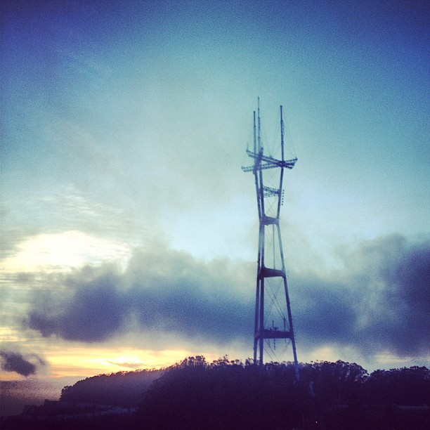 #sutrotower #sanfrancisco #california #fog #sunset  (at Twin Peaks Summit)