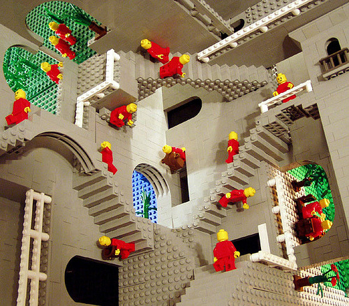 chinuppeople:  LEGO ESCHER!!
