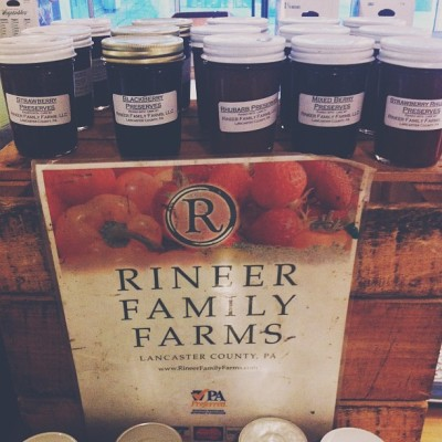 Best part of Thursday's commute—Weekly Apple Butter refill at the Farmers Market ☺ 🍏🍎 #vegan #food #local #health #healthy #philly #foodjustice #support #vegetarian #artisan  (at SEPTA Suburban Station)