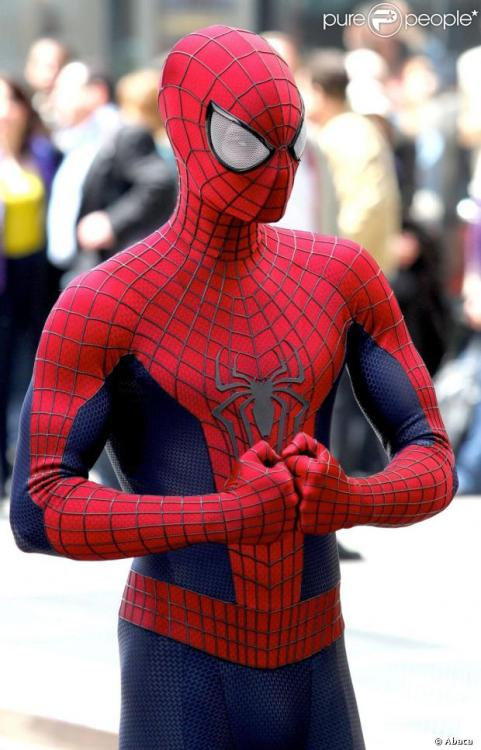 "vtanimation:  Looks like the other Spidey suit didn't forget to indicate where the crotch thus lies. :PIn all honesty, I love the new suit. The visual performance of bright colors and retro yet sleek design of a, what I would call, a ""Sam Raimi reboot"" suit, sending me back to the nostalgia that is the 2003 ""Spider-Man"". However, I think the only head scratcher for me is just that; it may look too similar to the Sam Raimi version. But honestly, that's little to complain about, seeing as how I loved the suit from the original so seeing it again isn't a great big deal. The last film (not sitting with everyone's good side unfortunately) was alright in my book and seeing what will happen with Norman Osbourn's character arc in the new installment will be interesting, as well as the introduction of Mary Jane… here's hoping Gwen won't die in the sequel. Can't wait for Amazing Spider-man 2."