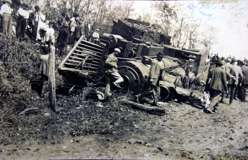 therailroadstop:  May 10, 1910 wreck of NC&StL 91. The wreck was caused by a broken flange on one of the wheels of the locomotive. A 23 year old brakeman was killed in the derailment as he jumped from the train and was struck in the head by a flying log from one of the flatcars. The train was heavily loaded and the consist was of eight cars.