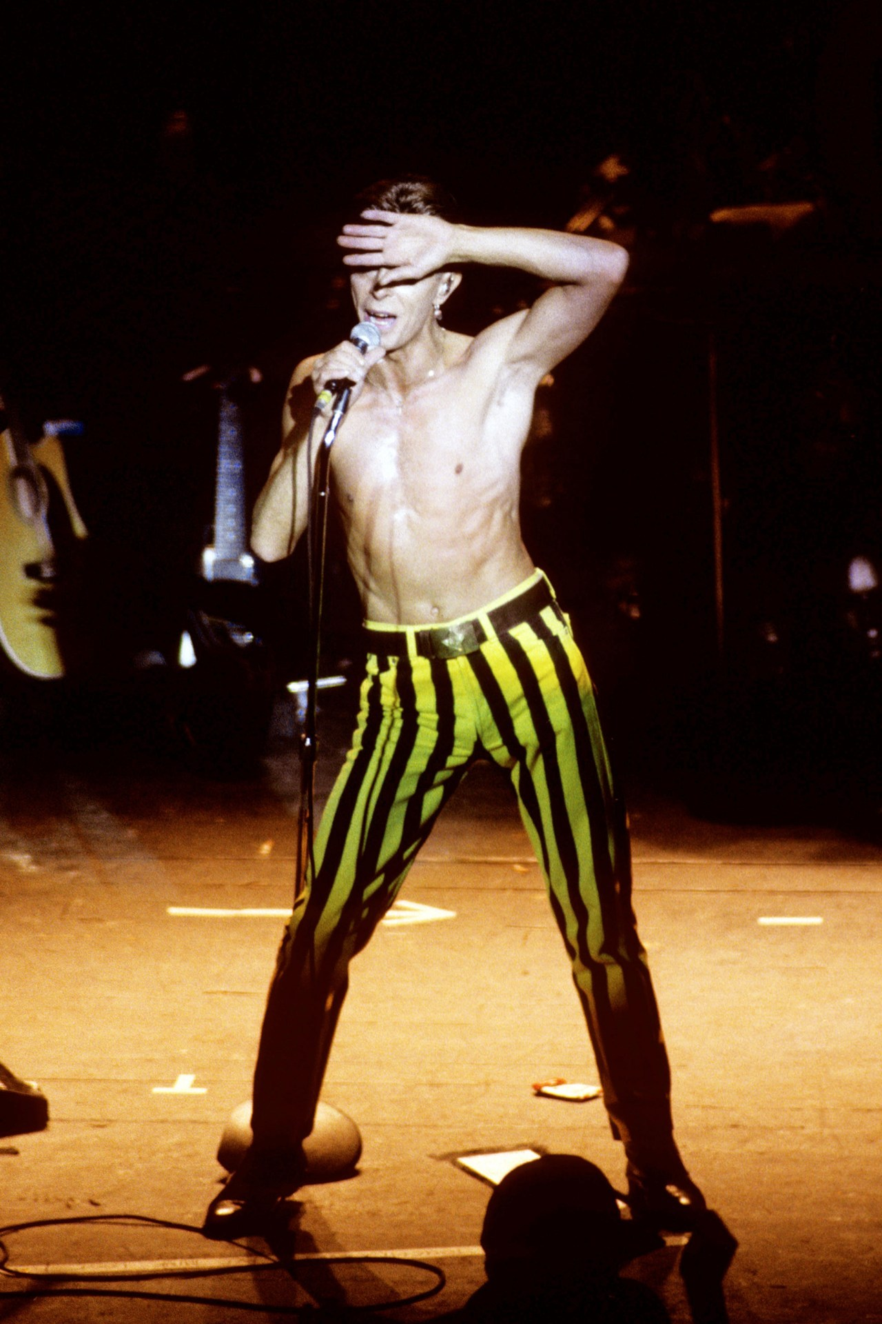 gasstation:  David Bowie performing in 1991