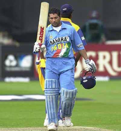 "Sachin Tendulakr (5'5""), Indian cricketing legend considered as one of the greatest batsman of all time he holds the record for most number of runs in tests as well as odis"