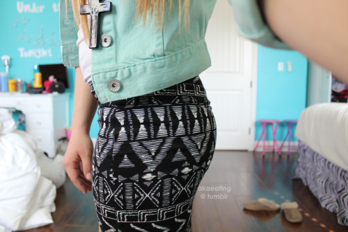 akaeating:  pencil skirt :)
