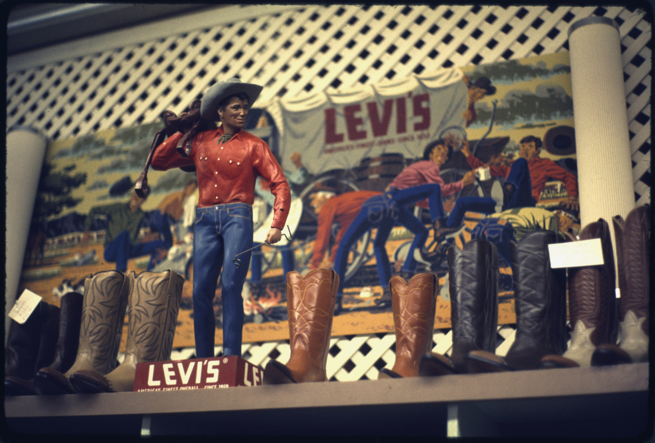 "A vintage 1970s Levi's display, courtesy of #Documerica, on the anniversary of their patent for an ""improvement in fastening pocket openings."" usnatarchivesexhibits:  LEVI JEANS DISPLAY CASE From the Records of the Environmental Protection Agency (12/02/1970-) Today is the 140th anniversary of the Levi's jeans patent! Keeping their enduring popularity as a blue jeans company from their establishment through today."