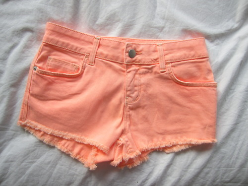 forever-and-alwayss:  I was so close to actually buying colored shorts, xD