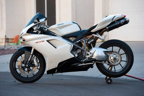 sexfoodbikesetc:  Ducati 848- by louiebalbin on Flickr.