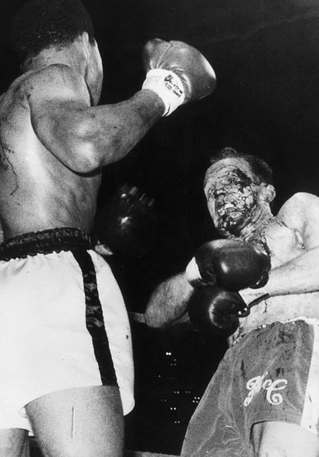 bestofboxing:  May 21, 1966: Muhammad Ali defeated Henry Cooper by TKO in round 6. This was the first heavyweight title fight in England in 58 years.