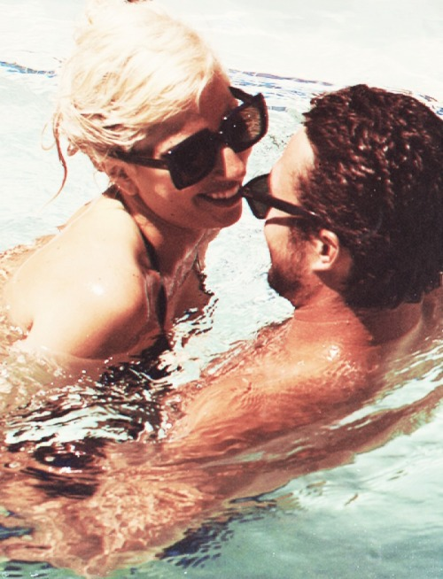 Look how happy Gaga looks!!!!! :')