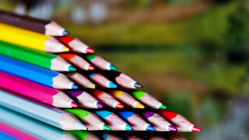 "How color-coded notes make you a more efficient thinker: Separating ""branches"" of your map by color stimulates the creative side of your brain, helps you visually separate and recall distinct themes of the stuff you're working through, and encourages you to map through even boring topics that seem cut-and-dry. ""Add a dash of color … and all of a sudden the notes come alive. They are unique, they are unusual, they are memorable and they are more interesting."" More…"