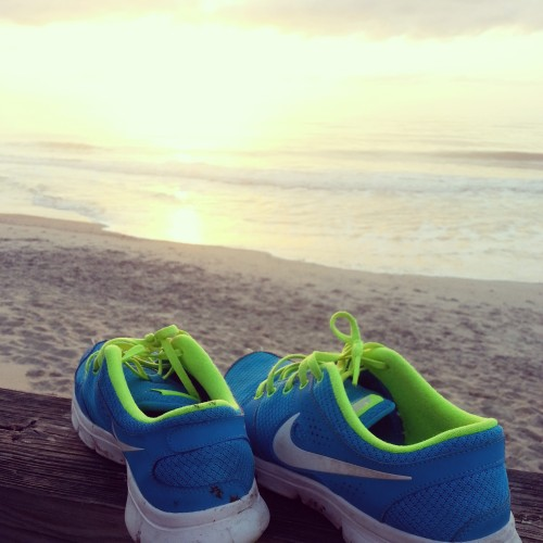 phosphorescentt:  fitmissmolly:  Got up at sunrise for a jog on the beach. It was soooo perfect.  what a beautiful photo!