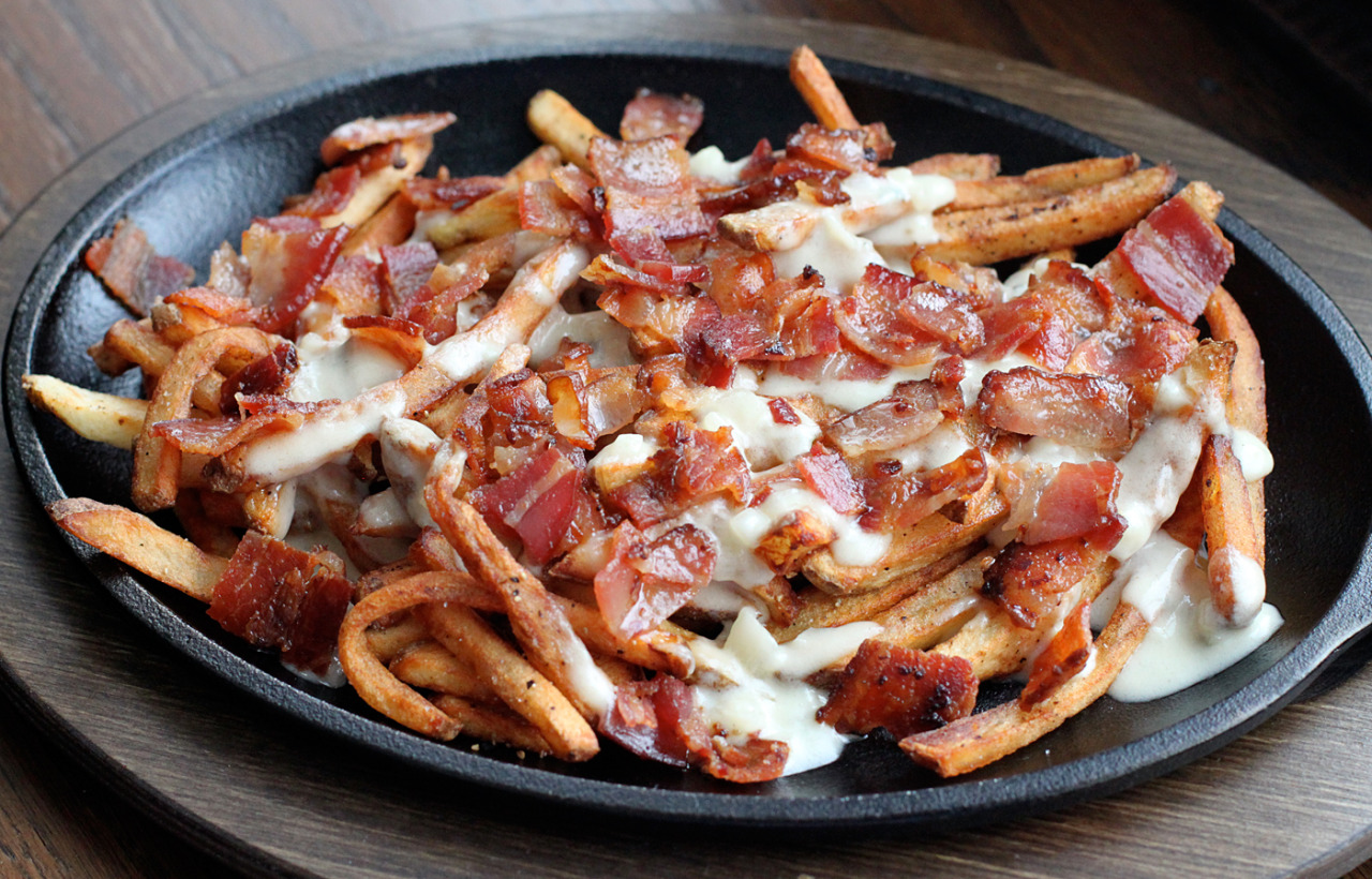 herp:  bloqrate:  cravinqfood:  Bacon and Blue Cheese Fries :)  good shit omfg  good shit indeed