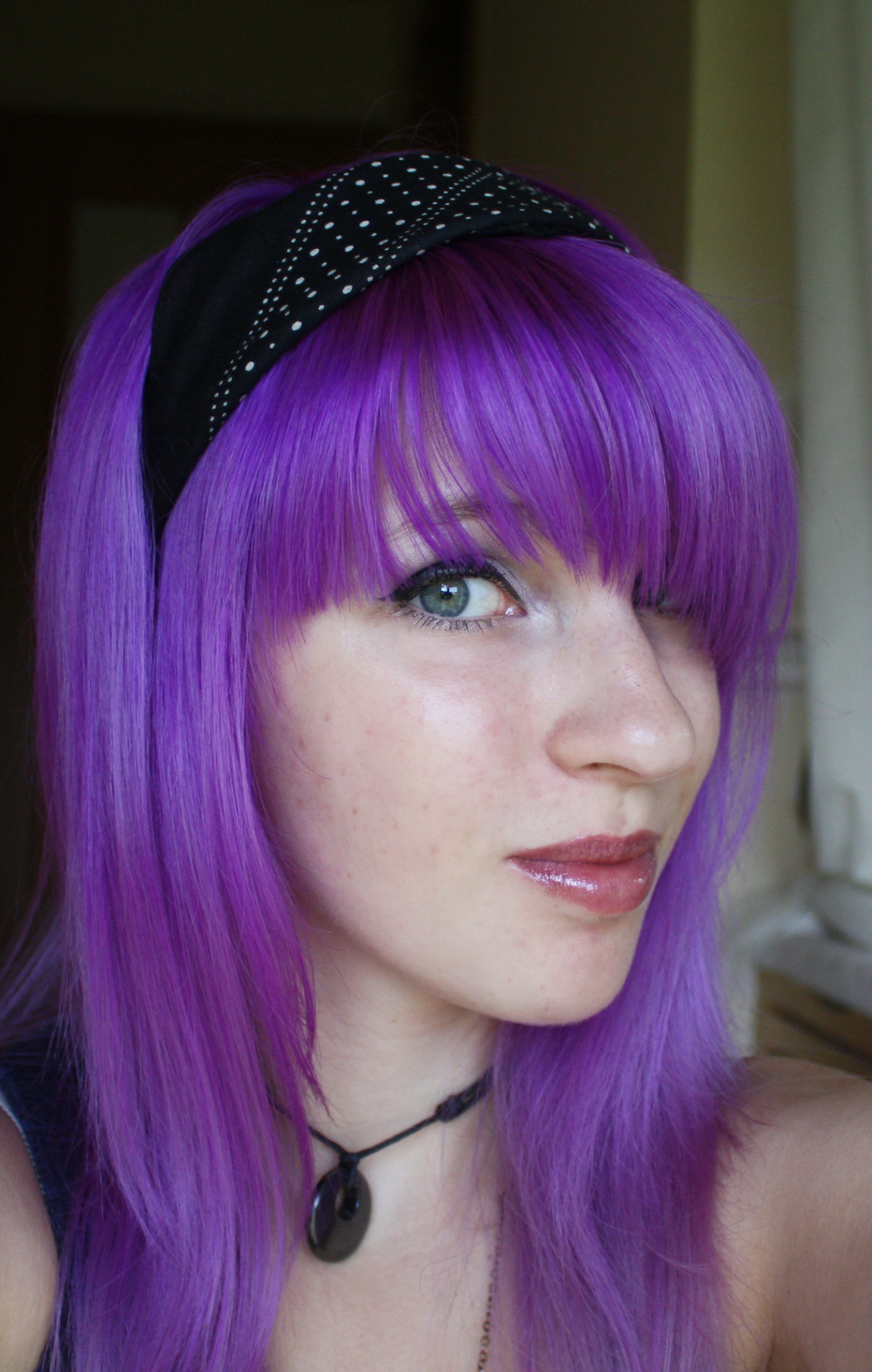 funkyhairinspo:  happycolorfulhair:  My new Hair ll by ~Bobbys-Girl-100  Reblog. Pretty lilac hair with bangs.