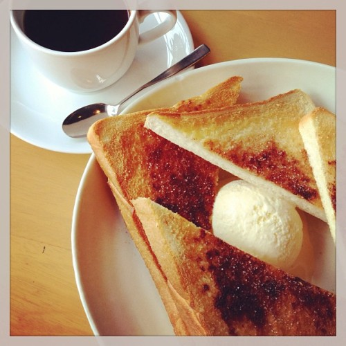 #Breakfast #Coffee #Cinnamon #Plainbread #Vanillaice