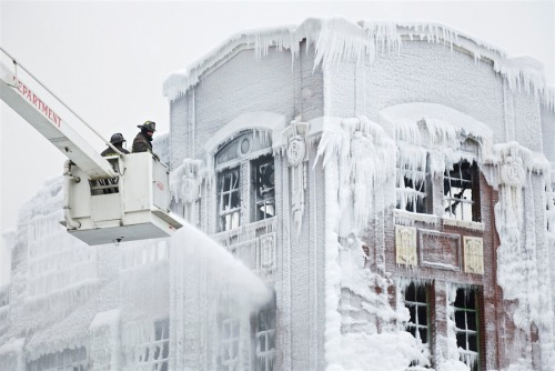 Icicles cover smoky remains of massive Chicago blaze NBC News Photoblog: A massive fire ripped through a Chicago South Side warehouse on Tuesday night, as firefighters were hampered by bone-chilling temperatures so low that water froze on their uniforms. On Jan. 23, firefighters (pictured) sprayed down hot spots on the ice-covered warehouse. One-third of all Chicago firefighters had been on the scene at one point or another, trying to put out the flames. Photo credit: John Gress / Reuters