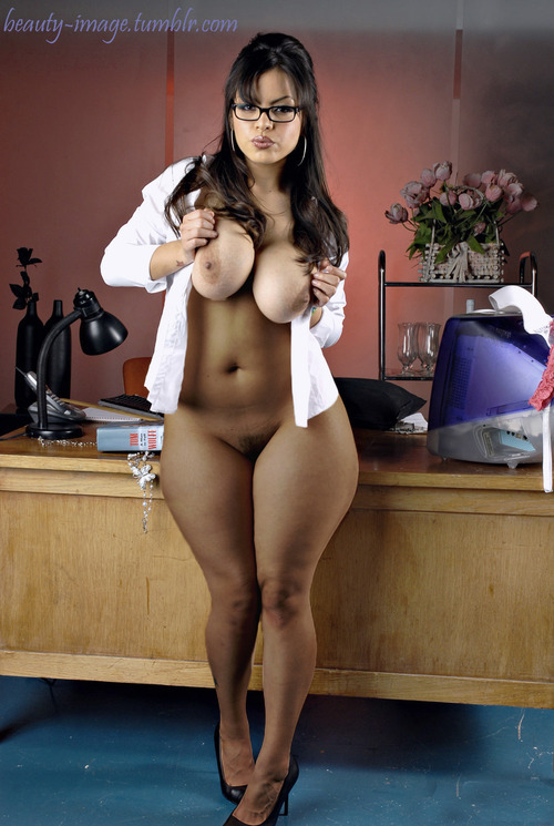 leoloveslatinas:  thickleggz: