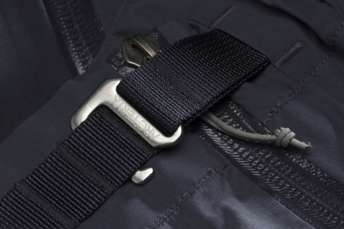 S13 integrated belt system. Amazingly simple and elegant.
