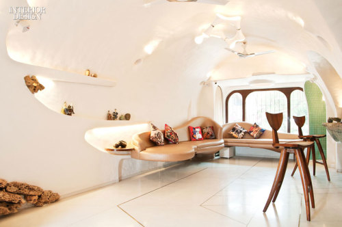 """interiordesignmagazine:  Read our """"Insider's Take"""" interview with the designers of this house in India by White Room, a young design practice based in Mumbai founded by Nitin Barchha and Disney Davis. Photography by Sameer Tawde."""