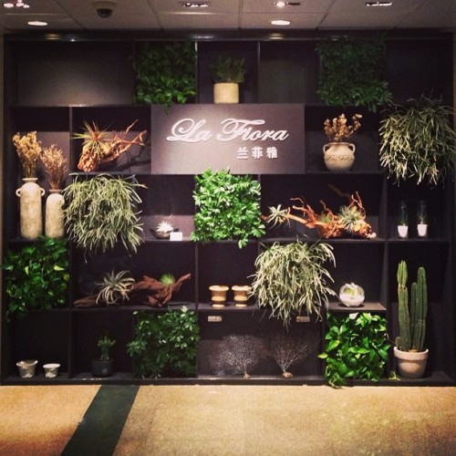 A floral boutique. #visualmerchandising  (at Sheraton Guangzhou Hotel)