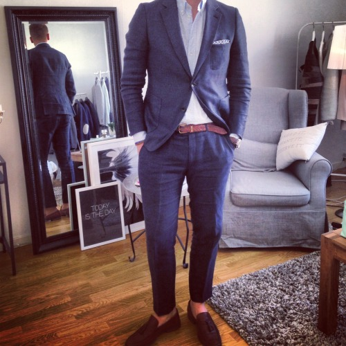 Friday linen suit