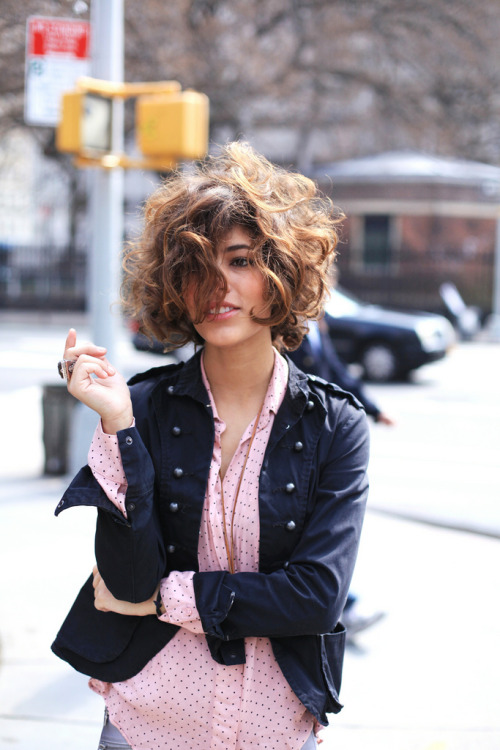 the-streetstyle:  Little Short Bobvia troprouge  love her hair